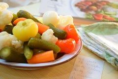 Gemüse auf Platte Stockfotos