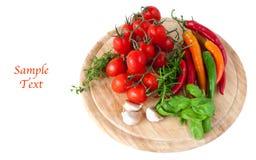 Gemüse auf Text des hölzernen Vorstands und des Beispiels stockbild