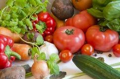 Gemüse auf weißer Tabelle stockbilder