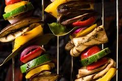 Gemüse-Aufsteckspindeln-Grill-Abschluss oben lizenzfreie stockfotos