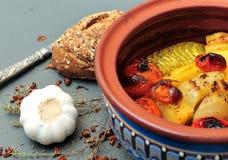 Gemüse backte in einem römischen Potenziometer Lizenzfreies Stockfoto