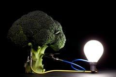 Gemüse, das eine Glühlampe anschält Stockfoto
