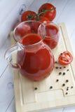 Gemüse in einem Schüsselkopfsalat und -tomaten Stockfotografie