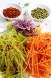 Gemüse geschnitten für koreanischen Salat mit Pfeffer lizenzfreies stockbild