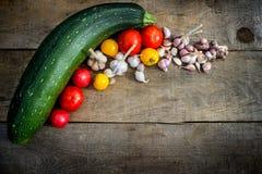 Gemüse grünt Zucchini, rote Tomaten, gelbe Tomaten Lizenzfreie Stockfotos