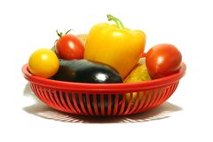 Gemüse im Korb stockbilder
