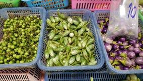 Gemüse im Verkauf im Markt stockfotografie