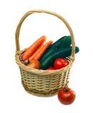 Gemüse im Weidenkorb Lizenzfreies Stockfoto