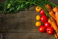 Gemüse-Karotten, gelbe Tomaten, rote Tomaten Stockbilder