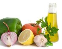 Gemüse, Kräuter, Zitrone anf Olivenöl Lizenzfreies Stockbild