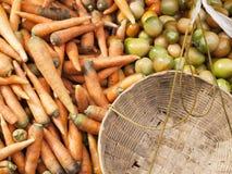 Gemüse, Markt im Freien, Tomatenkarotten stockfotografie
