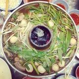 Gemüse, Rindfleisch und Schweinefleisch Hotpot Stockfotos