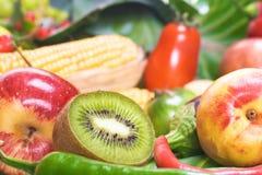 Gemüse u. Früchte lizenzfreies stockbild