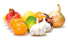 Gemüse u. Früchte getrennt lizenzfreies stockbild
