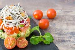 Gemüse und Babyaal- oder -aalweinstein Stockfoto