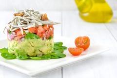 Gemüse und Babyaale oder -junge Aale tartare Lizenzfreie Stockbilder