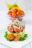 Gemüse und Babyaale oder -junge Aale tartare Lizenzfreies Stockfoto