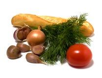 Gemüse und Brot getrennt auf Weiß Lizenzfreie Stockfotos