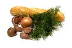 Gemüse und Brot getrennt auf Weiß stockfotografie