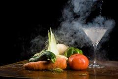 Gemüse und flüssiger Stickstoff lizenzfreie stockbilder