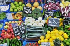 Gemüse und Früchte auf dem Markt Lizenzfreies Stockbild
