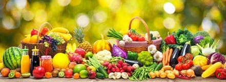 Gemüse- und Fruchthintergrund Stockbilder