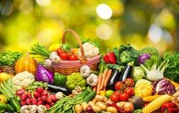 Gemüse- und Fruchthintergrund stockfoto