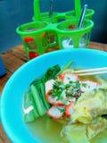 Gemüse- und Schweinefleischsuppe, asiatische Nudeln Stockbilder