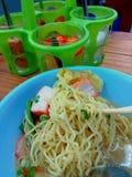 Gemüse- und Schweinefleischsuppe, asiatische Nudeln Stockbild