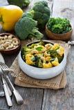 Gemüsecurry mit Acajounüssen Stockfotos