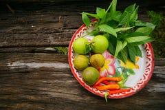 Gemüsegarten auf altem hölzernem Hintergrund Lizenzfreie Stockfotos