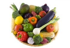 Gemüsekorb getrennt Stockfotografie