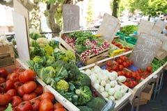 Gemüsemarkt in Frankreich Stockbilder