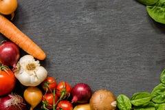 Gemüseplatte Der gesunde Aufenthalt - essen Sie organisches Lizenzfreies Stockfoto