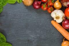 Gemüseplatte Der gesunde Aufenthalt - essen Sie organisches Lizenzfreie Stockfotos