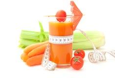 Gemüsesaft mit Bandmaß Stockfotos
