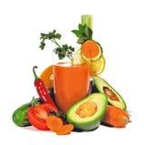 Gemüsesaft mit dem Gemüse getrennt Lizenzfreies Stockfoto
