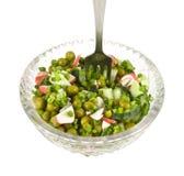 Gemüsesalat in einem Teller mit einer Gabel Stockbild