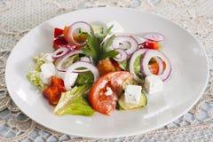 Gemüsesalat mit brynza Stockfoto