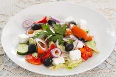 Gemüsesalat mit brynza Stockfotos