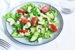 Gemüsesalat mit Feta-Käse stockfoto