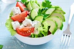Gemüsesalat mit Feta-Käse stockbild
