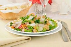 Gemüsesalat mit Huhn und Joghurt Stockbilder