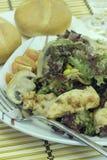 Gemüsesalat mit Huhn Stockfotos