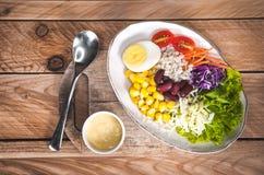Gemüsesalatsatz des selbst gemachten neuen Frühlinges der Vitamine stockfoto