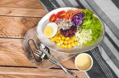 Gemüsesalatsatz des selbst gemachten neuen Frühlinges der Vitamine stockbilder
