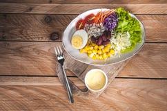 Gemüsesalatsatz des selbst gemachten neuen Frühlinges der Vitamine lizenzfreie stockfotos