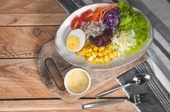 Gemüsesalatsatz des selbst gemachten neuen Frühlinges der Vitamine stockfotos