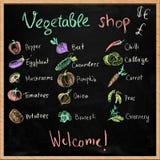 Gemüseshopschild mit Kreidezeichnungen lizenzfreies stockfoto
