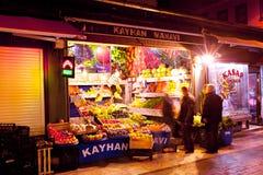 Gemüsestand in historischem Bereich die Türkei Bursas Stockbilder